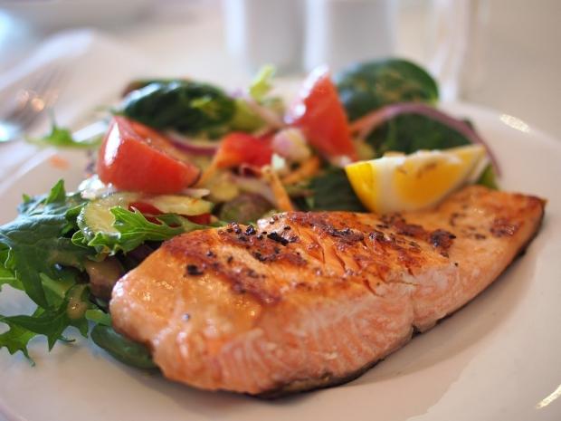 3. Balığın üzerine limon sıkmadan yemeyin