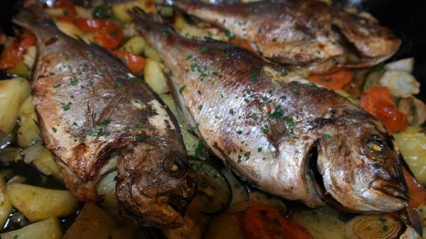 7. Balığı aşırı pişirip proteinlerini öldürmeyin