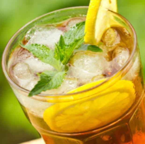 Limon ve kekikli buzlu çay